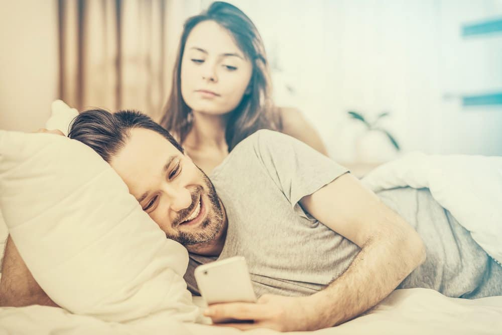 5 Signs Your Ex Is In a Rebound Relationship